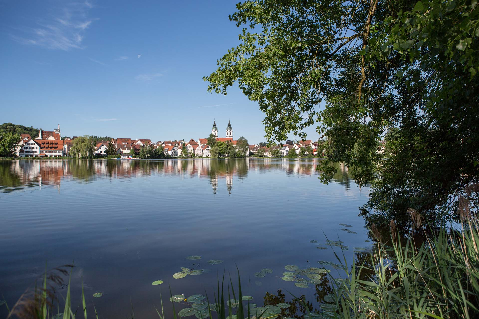 Das Ziel dieser Etappe ist Bad Waldsee, welches eingebettet zwischen zwei Naturseen mit einer historischen Innenstadt aufwartet.