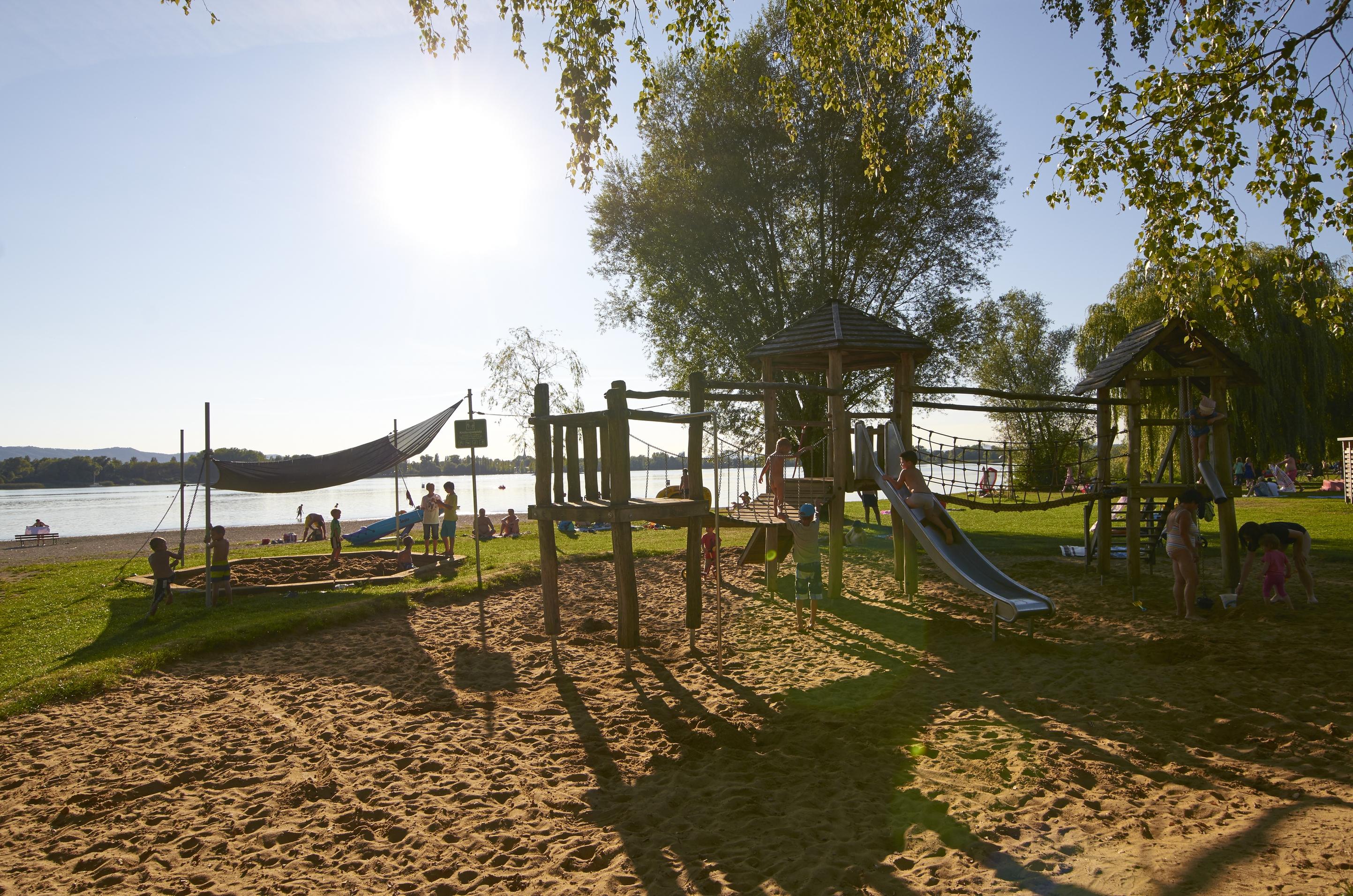 Spielplatz am Strandbad und Campingplatz Markelfingen