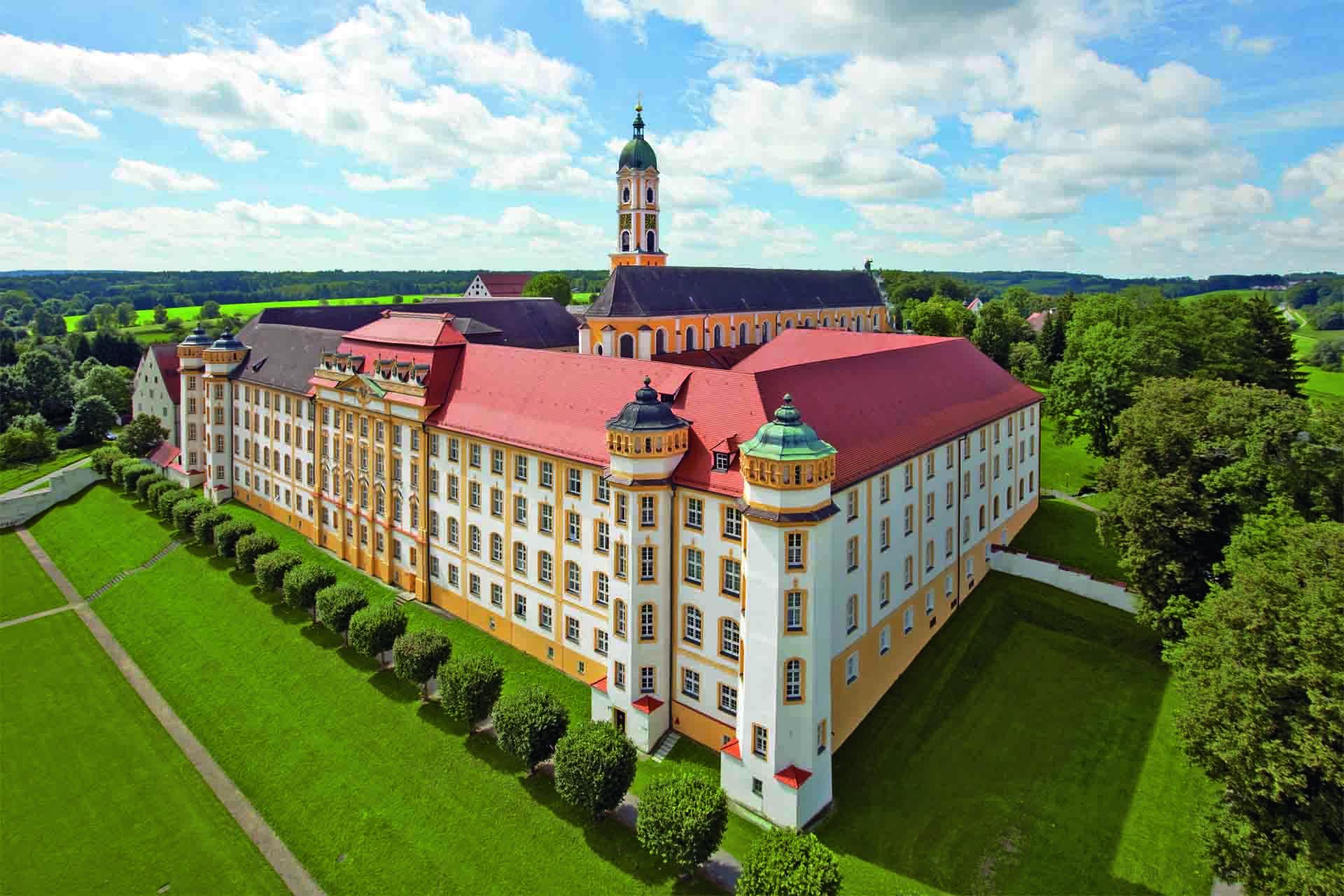 Luftansicht auf das Kloster Ochsenhausen