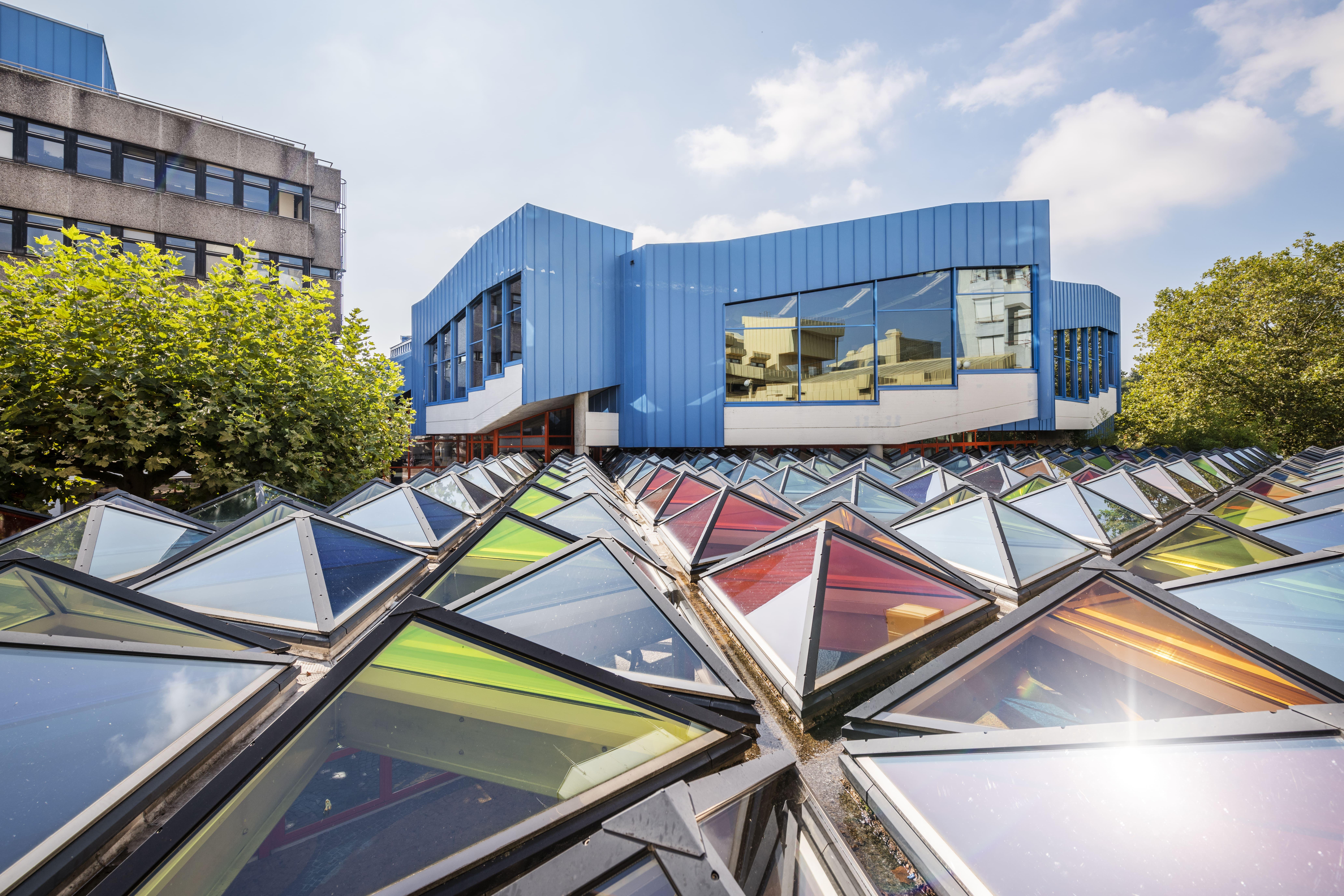 Pyramiden Glasdach mit Lichtreflexen