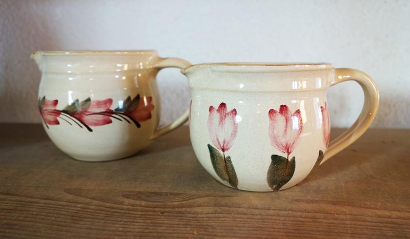 Tassen mit Tulpenmotiv