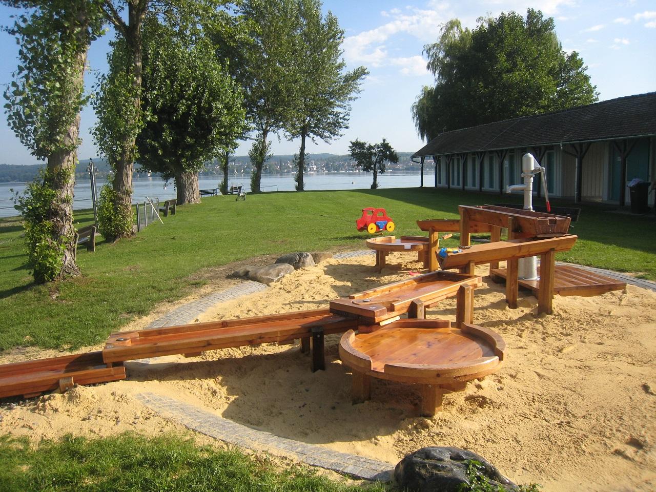 Strandbad mit Spielplatz