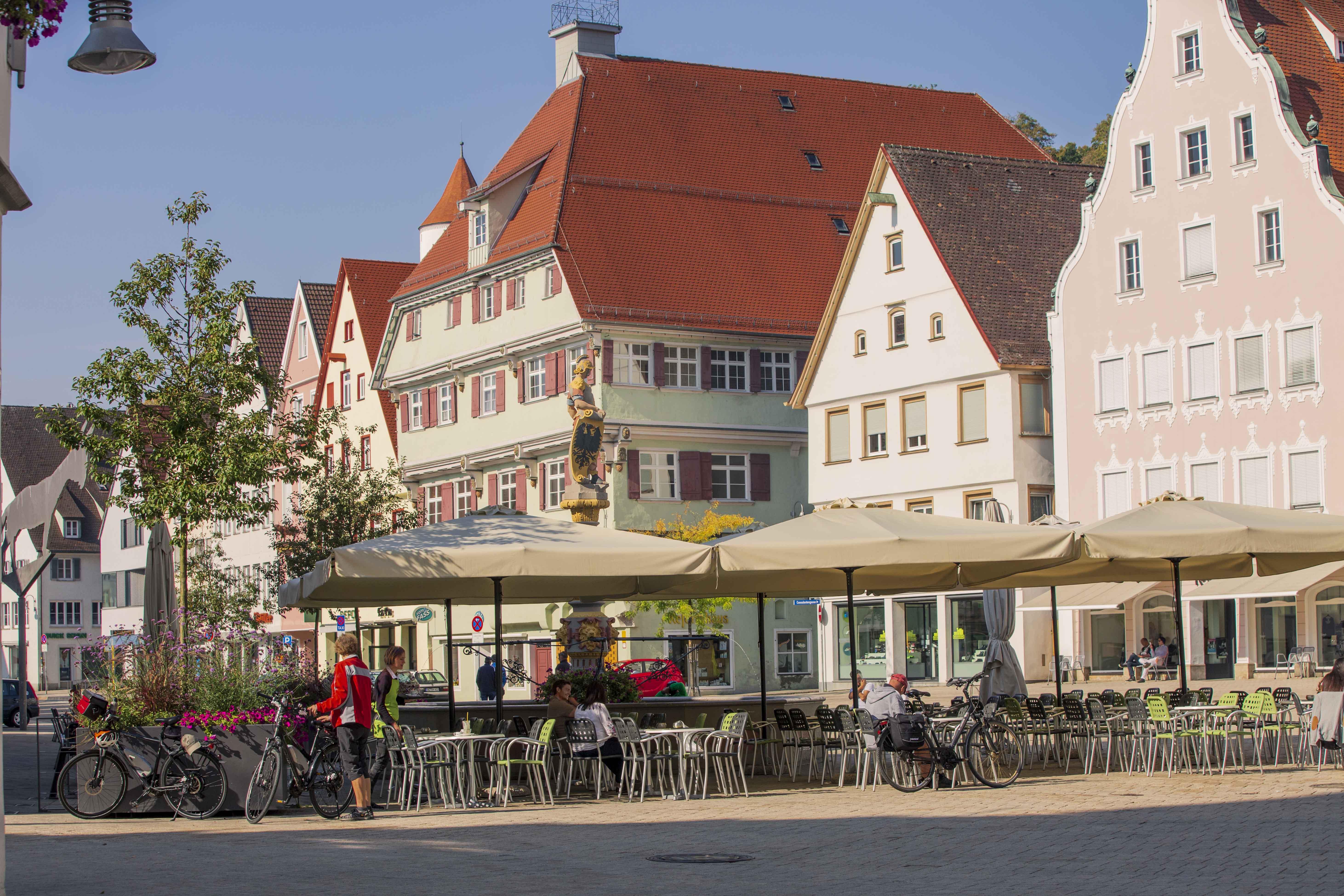Blick über Marktplatz zum Kleeblatthaus, Biberach an der Riss klein