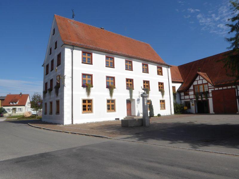 Rathaus in der Dorfmitte