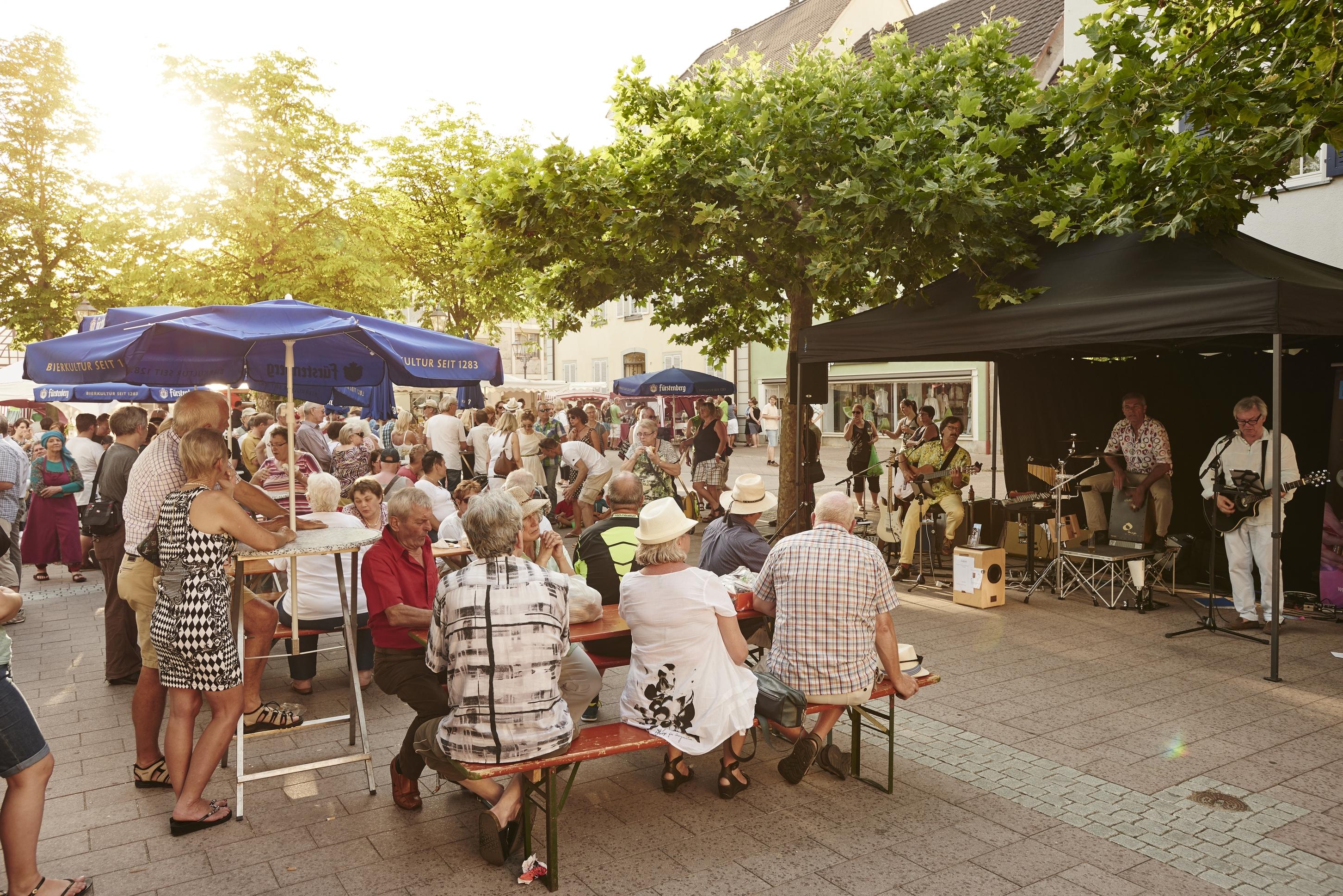 Radolfzeller Abendmarkt_Menschen und Musik_TSR GmbH_kuhnle+knödler